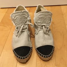 Chanel espadrilles Cream and black Chanel espadrilles CHANEL Shoes