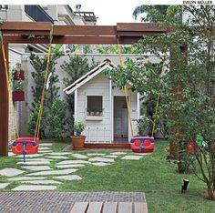 Pérgolas são ótimos elementos para instalar brinquedos. Projeto das paisagistas Drica Diogo, Daniela Ruiz e Maria do Rosário Ruiz.