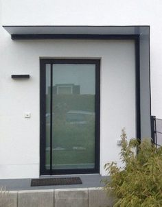 Skylight and windbreak made of glass skillfully combined. The Duravento - Hauseingang - Aluminium Front Door, Glass Front Door, Glass Door, Modern Entrance Door, Entrance Doors, Wind Break, Carport Designs, Door Tags, Canopy Lights
