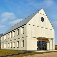 Supplied by James Latham, Accoya was chosen for a new office building to house 60 people on the edge of Saxmundham.