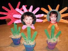 Garden theme classroom - cute way to display photos