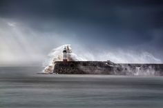 NEWHAVEN BREAKWATER LIGHTHOUSE, EAST SUSSEX, ANGLETERRE ©Peter