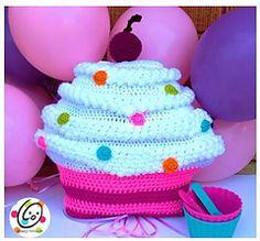 Cupcakes on Sundae crochet pillow pattern from Snappy Tots. Crochet Pillow, Crochet Baby, Crochet Flower, Crochet Cupcake, Large Cupcake, Crochet Cushions, Crochet Blankets, Free Baby Stuff, Crochet Gifts