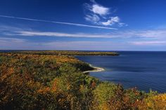 Bluffs + beaches + golfing and theater! Peninsula State Park in Fish Creek, Wisconsin can make your dreams come true. Wisconsin State Parks, Door County Wisconsin, County Park, Fish Creek, Walk In The Woods, Lake Michigan, Weekend Getaways, Nice View, Great Places