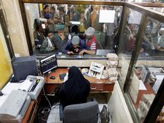 #موسوعة_اليمن_الإخبارية l الكشف عن إجمالي عدد المدرسين الذين سلمت الحكومة مرتباتهم بصنعاء !