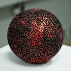 タイポグラフィボール「Typographic Sphere」