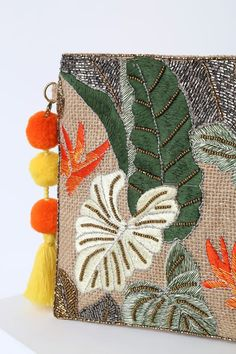 Accessorize perfectly at your next tropical getaway with the Lulus Palm Beach Tan Multi Beaded Woven Clutch! Woven clutch with beaded tropical print gold chain. Hand Embroidery Patterns Flowers, Embroidery Bags, Floral Embroidery, Beaded Embroidery, Embroidery Designs, Diy Clutch, Beaded Clutch, Beaded Bags, Diy Bags Easy