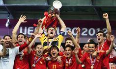 Si estás interesado en la comprar nueva equipaciones de futbol equipacion de la seleccion española 2013 2014 baratas podrás conseguirla desde equiposdefutbol2014.es.