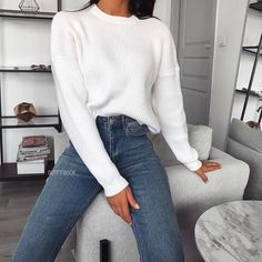 winter outfits for school Happy Monday // this cosy jumper tho Jumper Outfit, Sweater And Jeans Outfit, Fashion Mode, Look Fashion, Fashion Trends, Winter Fashion Outfits, Fall Outfits, Cosy Winter Outfits, Vetement Fashion