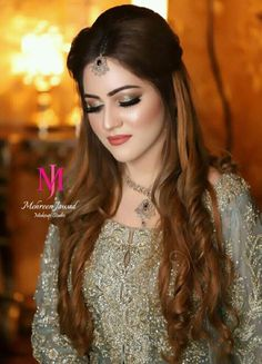 Look the best wedding Indian hairstyles with long hair extension volumizer. Useful hair tips for all brides. Awesome images with human hair extensions make your bridal look. Pakistani Bridal Hairstyles, Lehenga Hairstyles, Hairstyles For Gowns, Pakistani Bridal Makeup, Open Hairstyles, Bride Hairstyles, Hairstyle For Indian Wedding, Mehndi Hairstyles, Bollywood Hairstyles