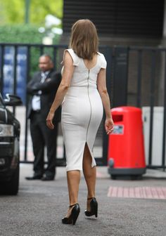 Guess whose bottom this is! Dresses With Leggings, Tight Dresses, Short Dresses, Sexy Older Women, Sexy Women, Carol Vordeman, Tv Presenters, Voluptuous Women, Sexy Jeans