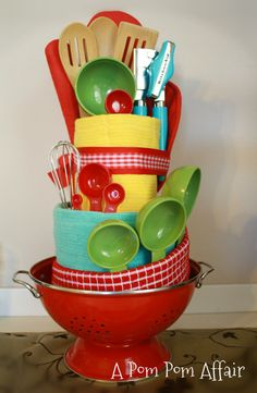 Towel cake- what a great housewarming gift or bridal gift!
