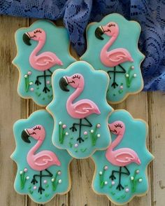 Pink Flamingo Decorated Cookies - This takes talent! Flamingo Party, Flamingo Cake, Flamingo Birthday, Pink Flamingos, Bird Cookies, Cute Cookies, Cupcake Cookies, Cookie Frosting, Royal Icing Cookies
