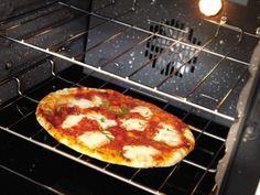 Pizza gourmande cuite à la perfection dans un four multifonction Falcon.