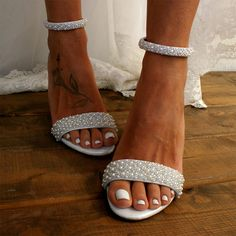 Block heel wedding white leather sandals/ Handmade white leather heels/ Bridal shoes/ Pearl wedding shoes/ White heels / THE ARISTOCRAT. magosisters on Etsy Boho Wedding Shoes, White Wedding Shoes, Wedding Heels, Bridal Shoes, Glitter Wedding, Wedding Shoes Block Heel, Bridal Sandals, Floral Wedding, Cake Wedding