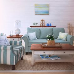 Beachcrest Home Paget Sofa in Blue
