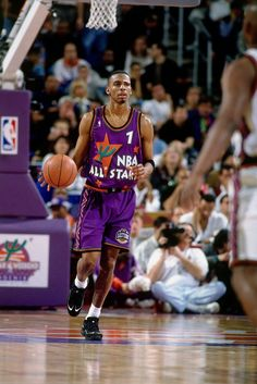 Penny Hardaway, All-Star Game 1996 Basketball Jones, Basketball Is Life, Basketball Legends, College Basketball, Nba Pictures, Basketball Pictures, Derrick Rose, Slam Dunk, Lebron James