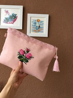 Hand Embroidery Flowers, Embroidery Bags, Flower Embroidery Designs, Embroidery Patterns, Cross Stitch Patterns, Diy Clutch, Handmade Clutch, Baby Girl Clipart, Crochet Bedspread