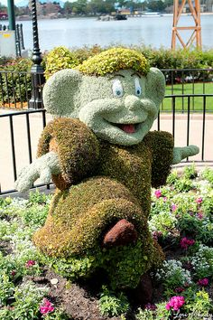 Dopey Topiary.  Who wouldn't want this friendly guy in their yard/garden?  cute