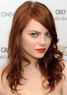 Quirky actress Emma Stone looks smoking hot with her dark, auburn red hair color. Auburn is a dark red hair color that looks superb with fair complexions. Although Emma can pull off almost any hair color (brunette, platinum blonde, ginger, etc), we have to admit that we particularly love her with her rich, dreamy auburn locks. She finishes off this look with minimal eye makeup and bold red lips – gorgeous!