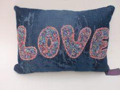 Almofada Jeans Love - Decoração Coisas da Doris