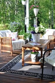 I love this outdoorsie retreat!