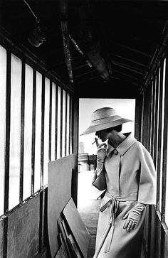 Fashion photo by Jeanloup Sieff, 1961 Old Photography, Vintage Fashion Photography, Portrait Photography, Jean Loup Sieff, French Photographers, Portraits, Magnum Photos, Mode Vintage, Vintage Ladies
