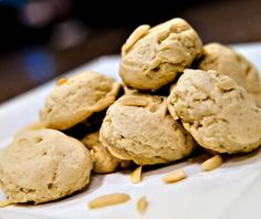 A delicious diabetic cookie recipe for almond sugar cookies. Recipe includes all nutritional and diabetic exchange information to help you manage your type 1 diabetes or type 2 diabetes.