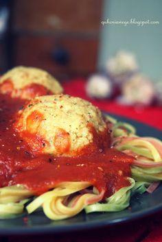 QuchniaWege: Pulpety jaglane z sosem pomidorowym
