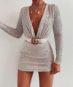 Image discovered by Power Girls. Find images and videos about dress, moda and chic on We Heart It - the app to get lost in what you love. Boujee Outfits, Teen Fashion Outfits, Cute Casual Outfits, Night Outfits, Look Fashion, Pretty Outfits, Pretty Dresses, Stylish Outfits, Fashion Dresses
