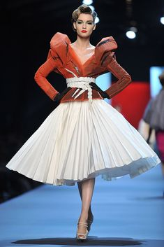 Found on Bing from www.zimbio.com Wedding Skirt, Wedding Dresses, Peasant Skirt, Summer Outfits, Summer Clothes, Dress And Heels, Christian Dior, High Waisted Skirt, Fashion Photography
