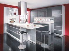 Rouge et gris pour une cuisine technologique et moderne: