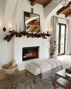 Home Living Room, Living Room Decor, Living Spaces, French Living Rooms, Home Fireplace, Fireplace Design, Fireplace Ideas, Fireplaces, Style At Home
