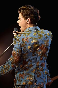 Harry Styles performs onstage at The Greek Theatre on September 2017 in Los Angeles, California. Harry Styles Live, Harry Edward Styles, Bae, Love Of My Life, My Love, Mr Style, Body Is A Temple, Treat People With Kindness, 1d And 5sos