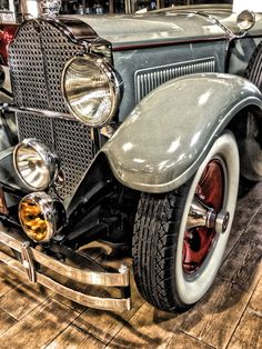 Packard Antique Car... Love the shape of the grill!