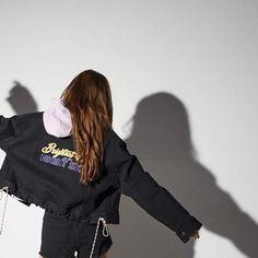 guess who is she? South Korean Girls, Korean Girl Groups, Rapper, Famous Girls, Jennie Blackpink, Blackpink Lisa, Ulzzang Girl, Kpop Girls, Beauty Women
