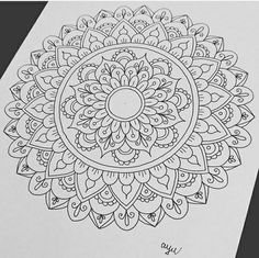 Mandala Art Lesson, Mandala Doodle, Mandala Drawing, Zentangle Drawings, Doodle Drawings, Doodle Art, Zentangles, Mandala Pattern, Zentangle Patterns