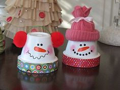 Terra Cotta Pot Snowmen...I LOVE snowmen! If you use a small enough pot, these could even be ornaments. Can't wait to make these.