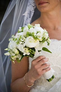 Google Image Result for http://francoiseweeks.com/wordpress/wp-content/uploads/2009/06/white-bridal-bouquet-trinity-episcopal-chapel-francoise-weeks.jpg