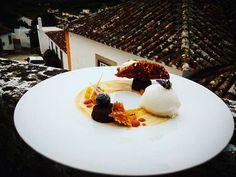 Gelado de espumante, Torre exótica de especiarias e mousse de chocolate branco e baunilha#pastry #work #empratamento