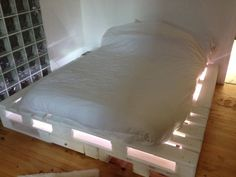 Pallet Bed with Lights - pallet bed with central drawers. This will be happening in my boys' room!  Soon!!!