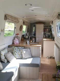 The Boathouse: a new definition to lakefront living! Narrowboat Kitchen, Narrowboat Interiors, Tiny Living, Living Spaces, Bus Living, Kombi Trailer, Airstream Trailers, Canal Boat Interior, Houseboat Living