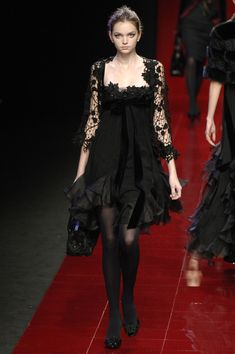 Elie Saab at Paris Fashion Week Fall 2006  ( #fashion #couture #clothing )