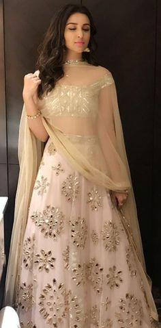 Parineeti chopra in white Lehenga Indian Wedding Outfits, Bridal Outfits, Indian Outfits, Party Wear Indian Dresses, Indian Lehenga, Red Lehenga, Lehenga Choli, Lehenga White, Indian Designer Outfits