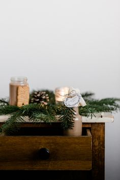 Spekulatius-Likör {Geschenk aus der Küche} – Dreierlei Liebelei Weihnachtlicher Cocktail, Cocktails, Table Decorations, Christmas, Home Decor, Liqueurs, Cheers, Shots, Blog