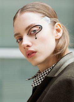 Jessica Z Beauty — bienenkiste:   Ph. Cecy Young   Eyeliner design