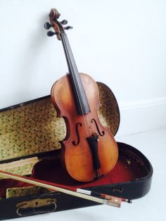 Nice Violin. Check out the other music instruments for a goodlooking photoshoot.