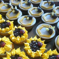 Bee and flower cupcakes!