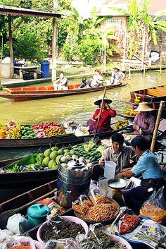 Amphawa Floating Market: 5 Floating Markets Near Bangkok