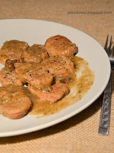kruche polędwiczki wieprzowe w sosie pieczeniowym z dodatkiem suszonych grzybów Pork, Food And Drink, Meat, Chicken, Recipes, Easy Meals, Kale Stir Fry, Recipies, Ripped Recipes